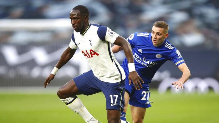 Tottenham Hotspur dikalahkan Leicester City dengan skor 0-2 di Stadion Tottenham Hotspur. Kini Tottenham melorot ke peringkat empat klasemen Liga Inggris.