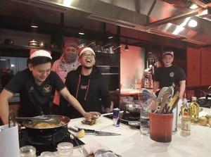 Adu Masak Chef Arnold, Bobon dan Tretan Muslim Jadi Trending Youtube, Menunya Kacau!