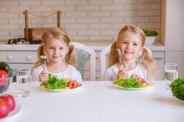 Ajari anak-anak untuk menjalani gaya hidup sehat.