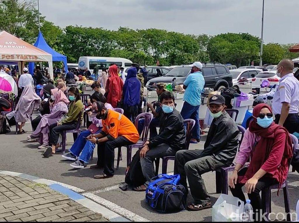 Antrean Rapid Antigen Panjang, Bandara Juanda Tambah Petugas Kesehatan