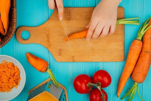 Buah warna merah dan oranye menghasilkan bahan aktif untuk pembentukan glutathione/freepik.com