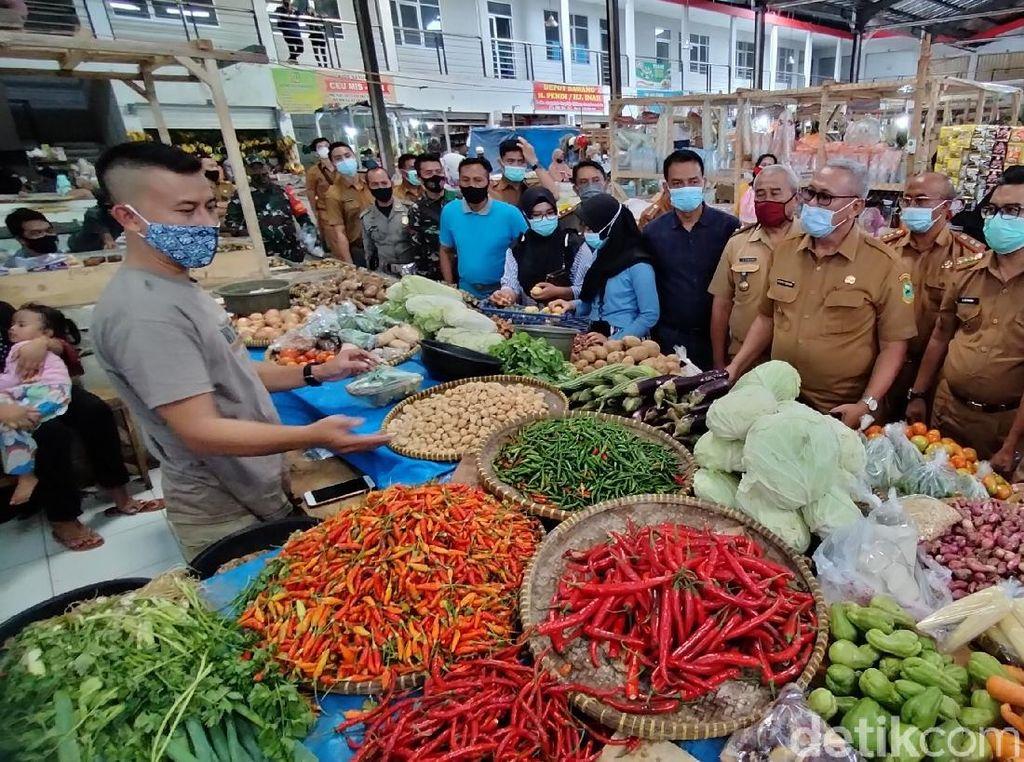 Sidak Pasar, Bupati Kuningan Sebut Kenaikan Harga Bahan Pangan Masih Wajar