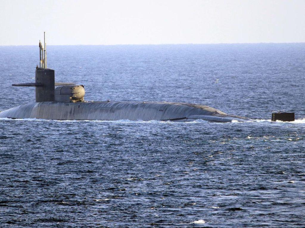Pamer Kekuatan ke Iran, Kapal Selam Nuklir AS Lintasi Selat Hormuz