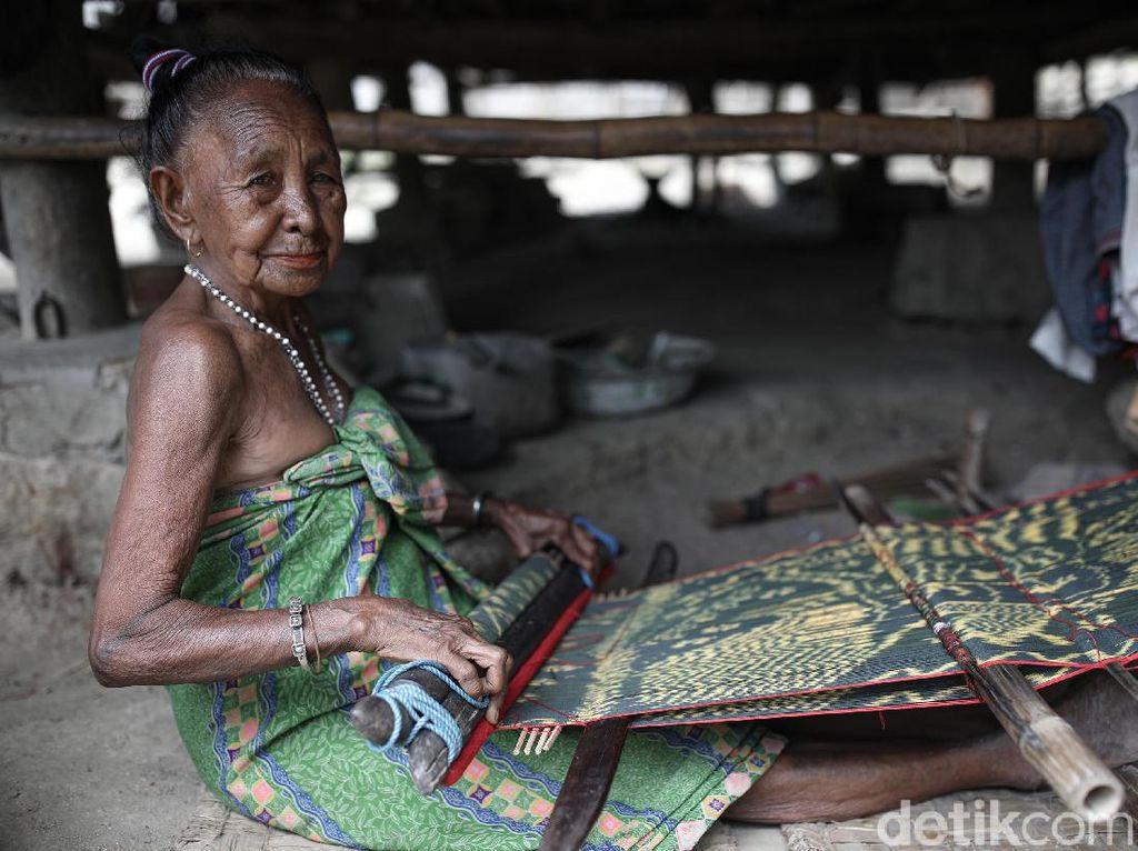 Tenun Ikat Malaka Bagian Adat dan Wujud Kemandirian Perempuan