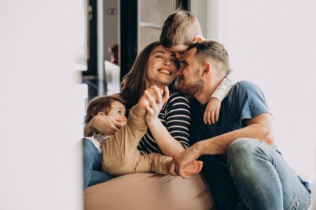 Perlu menjadi orang tua yang bahagia agar anak ceria.