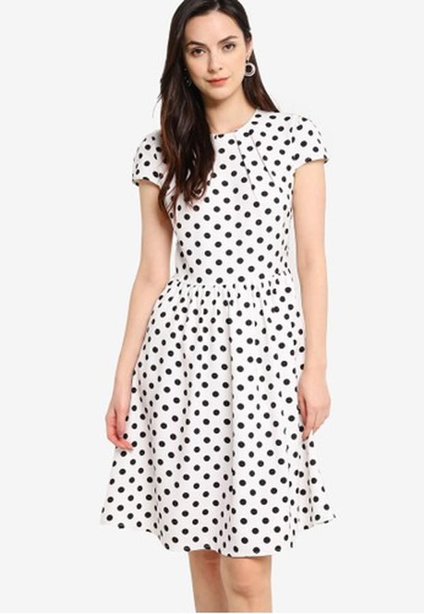 Tips Outfit Untuk Payudara Besar dengan Pakai Gaun Model A Line/zalora.co.id
