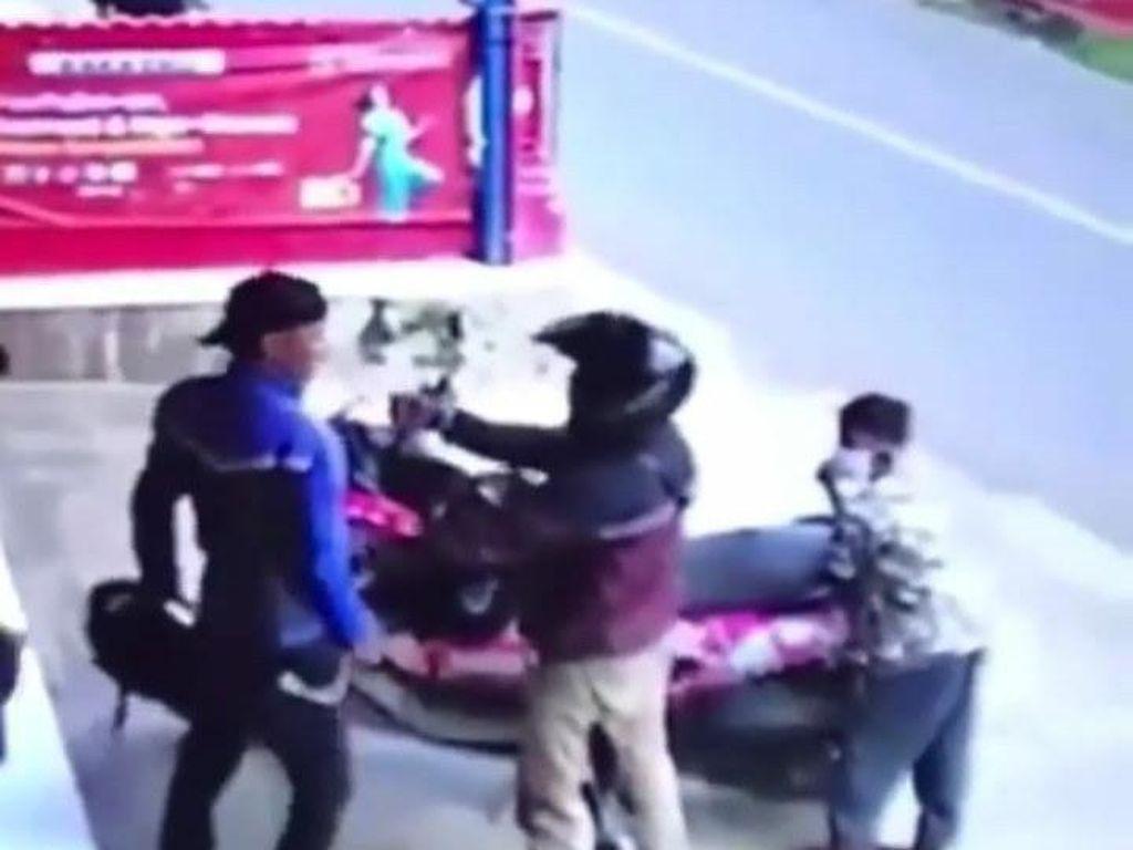 Viral Video Pria Sumedang Nekat Curi Motor di Hadapan Korbannya