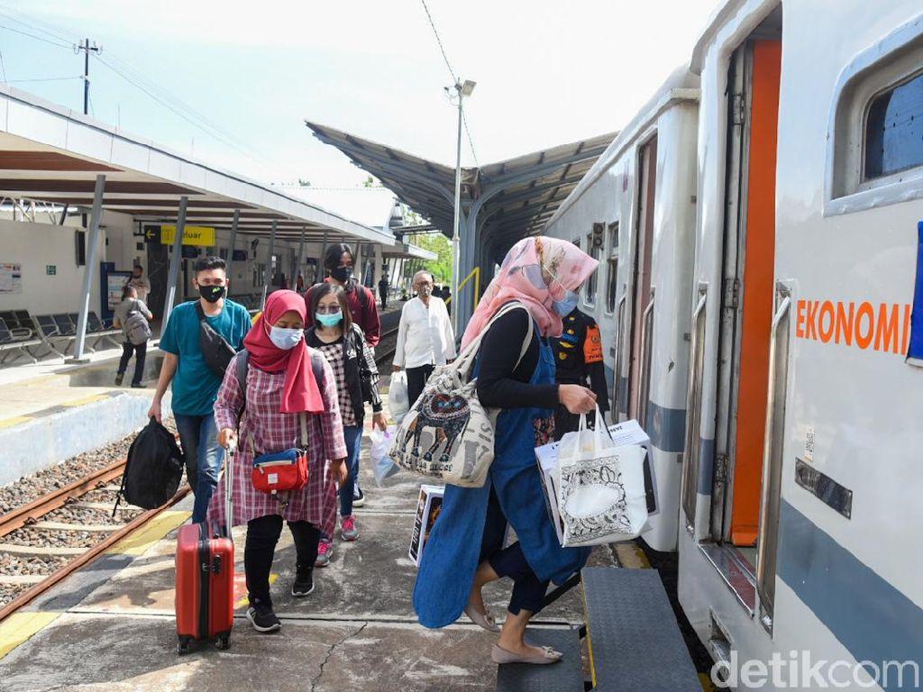 Selama Libur Natal 2020, Daop 1 Jakarta Berangkatkan 79.694 Penumpang KA