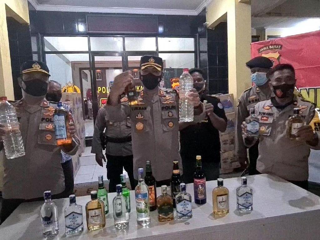 Polisi Amankan 7.600 Botol Miras dari Penggerebekan Rumah Mewah di Sukabumi