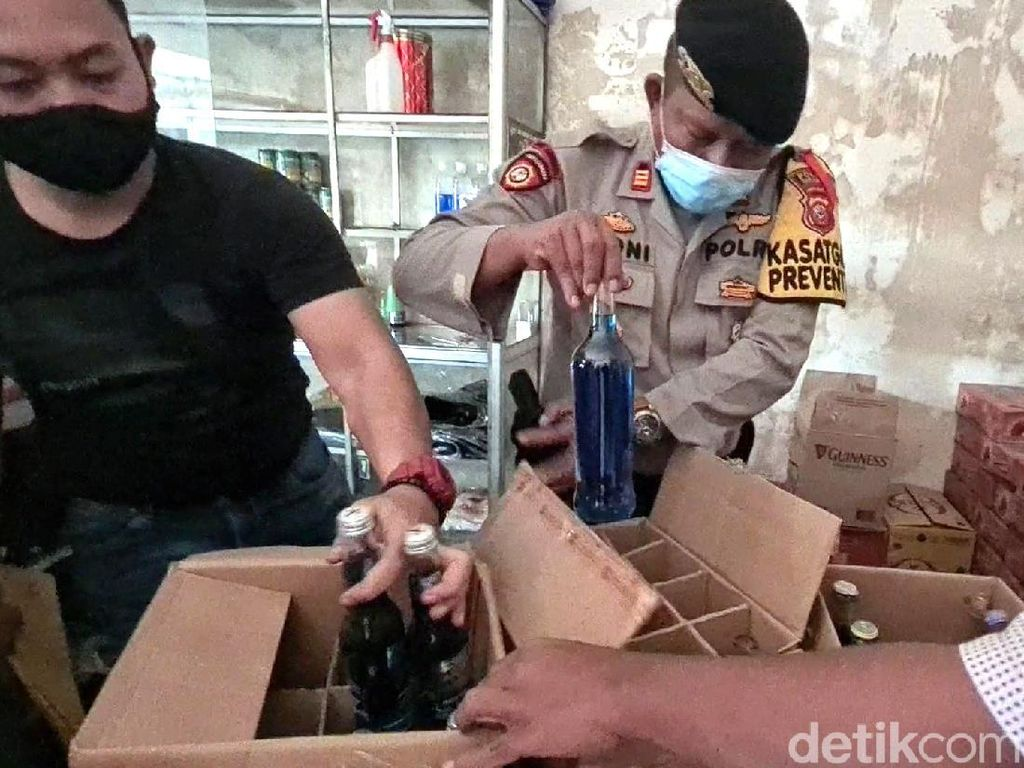 Ada 4 Gudang Miras di Rumah Mewah yang Digerebek Polisi Sukabumi
