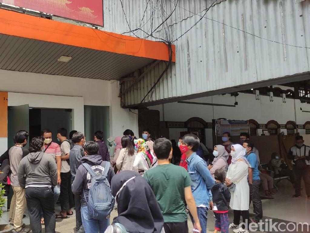 Ramainya Antrean Daftar Rapid Test Antigen di Stasiun Tawang Semarang