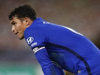 Thiago Silva Kesandung Kaki Sendiri Saat Wasit Anulir Gol West Ham?