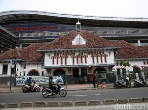 Pengguna KRL Cerita Terjebak di Lift Stasiun Jatinegara Setengah Jam