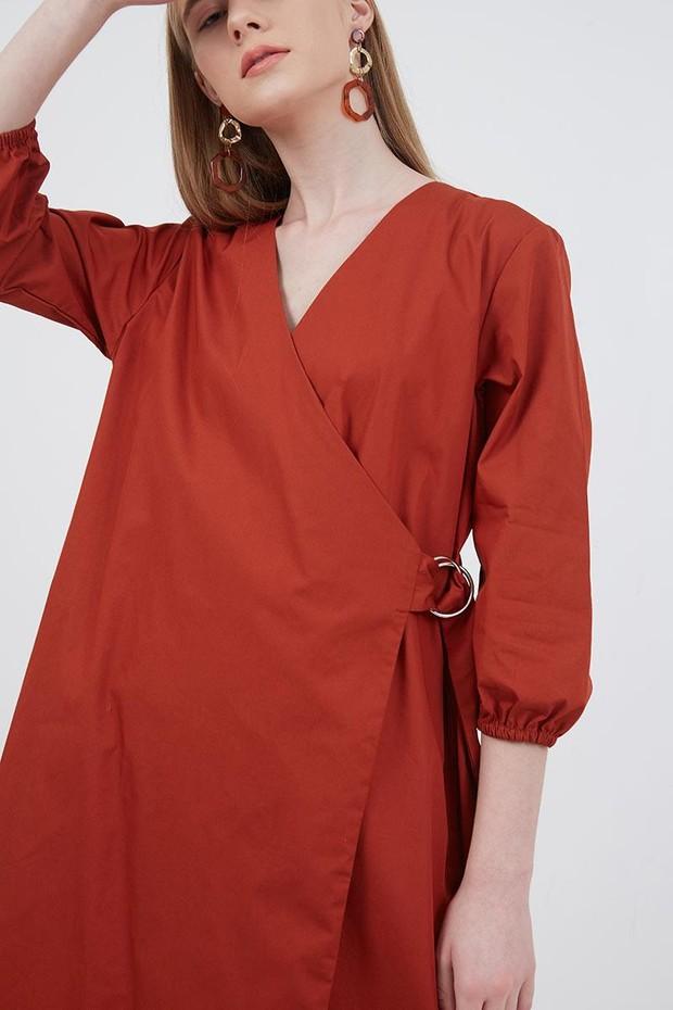 Tips Outfit Untuk Payudara Besar dengan gunakan wrap dress/berrybenka.com