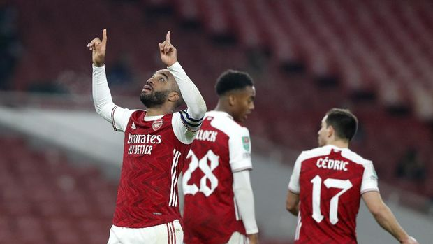 Arsenal's Alexandre Lacazette celebrates after scoring his team's first goal during the English League Cup quarterfinal soccer match between Arsenal and Manchester City at Emirates Stadium, London, Tuesday, Dec. 22, 2020. (AP Photo/Frank Augstein)