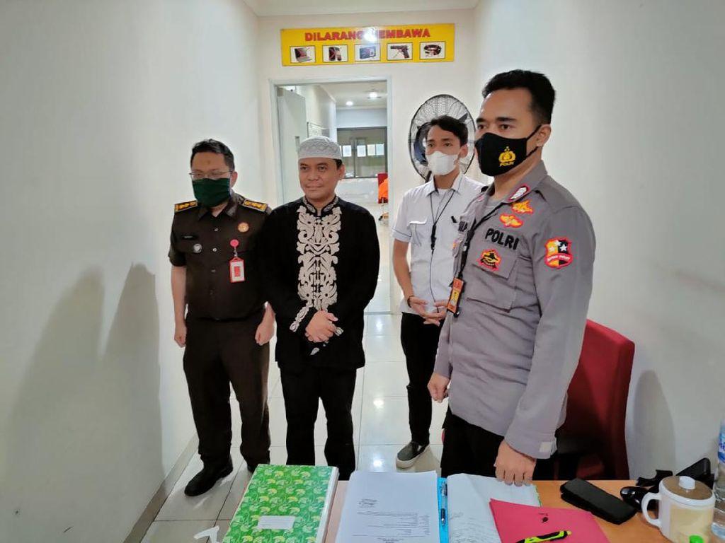 Polri Serahkan Gus Nur dan Barang Bukti Kasus Ujaran Kebencian ke Kejagung