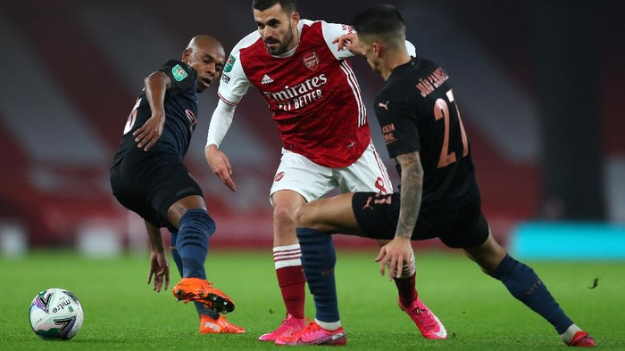 LONDON, ENGLAND - DECEMBER 22: Dani Ceballos of Arsenal is challenged by Joao Cancelo and Fernandinho of Manchester City  during the Carabao Cup Quarter Final match between Arsenal and Manchester City at Emirates Stadium on December 22, 2020 in London, England. The match will be played without fans, behind closed doors as a Covid-19 precaution. (Photo by Catherine Ivill/Getty Images)