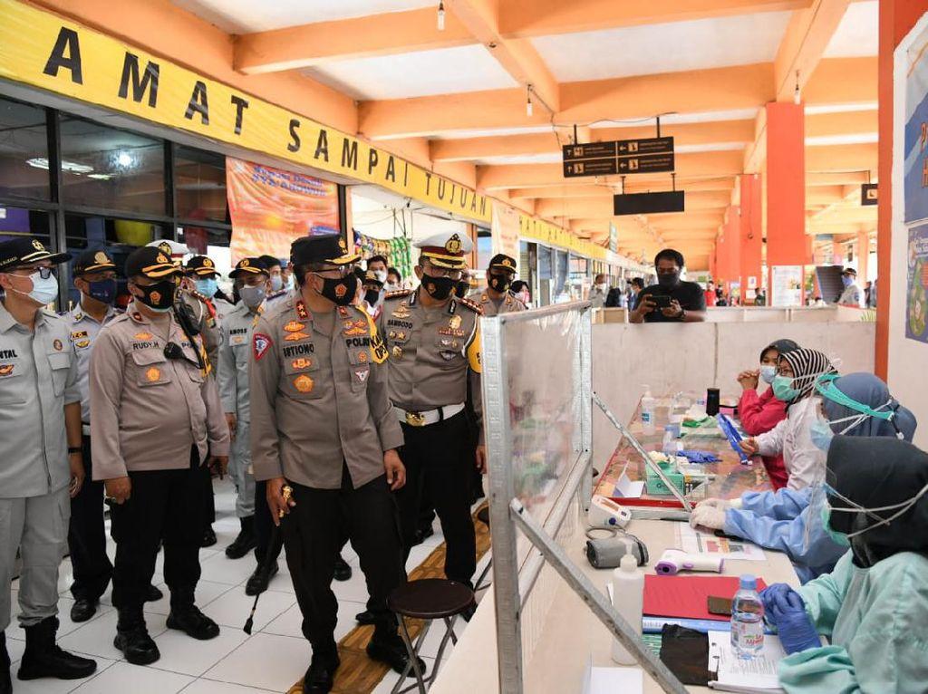 Operasi Lilin 2020, Kakorlantas Sidak Terminal Kampung Rambutan
