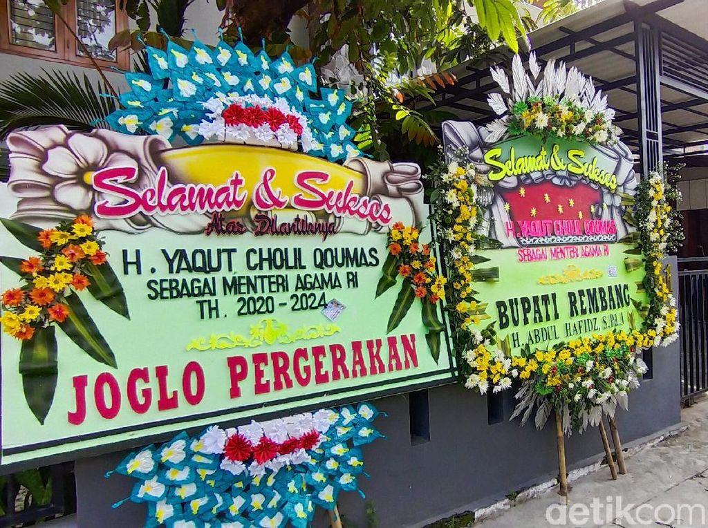 Karangan Bunga Berdatangan ke Rumah Menag Gus Yaqut di Rembang