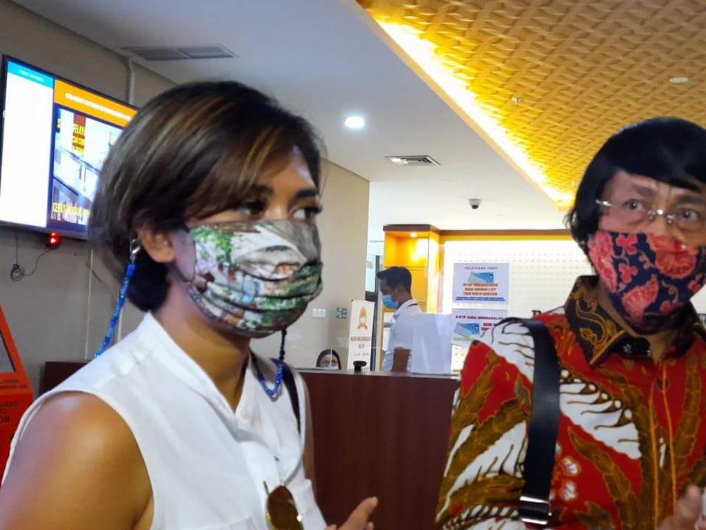 Sambangi Bareskrim Polri, Karen Pooroe Tanya Penanganan Kasus Kematian Anaknya