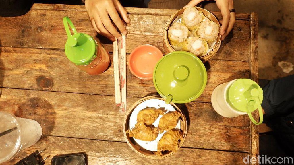 Foto: Rekomendasi Tempat Ngopi dan Jajan Dimsum Asyik di Bandung