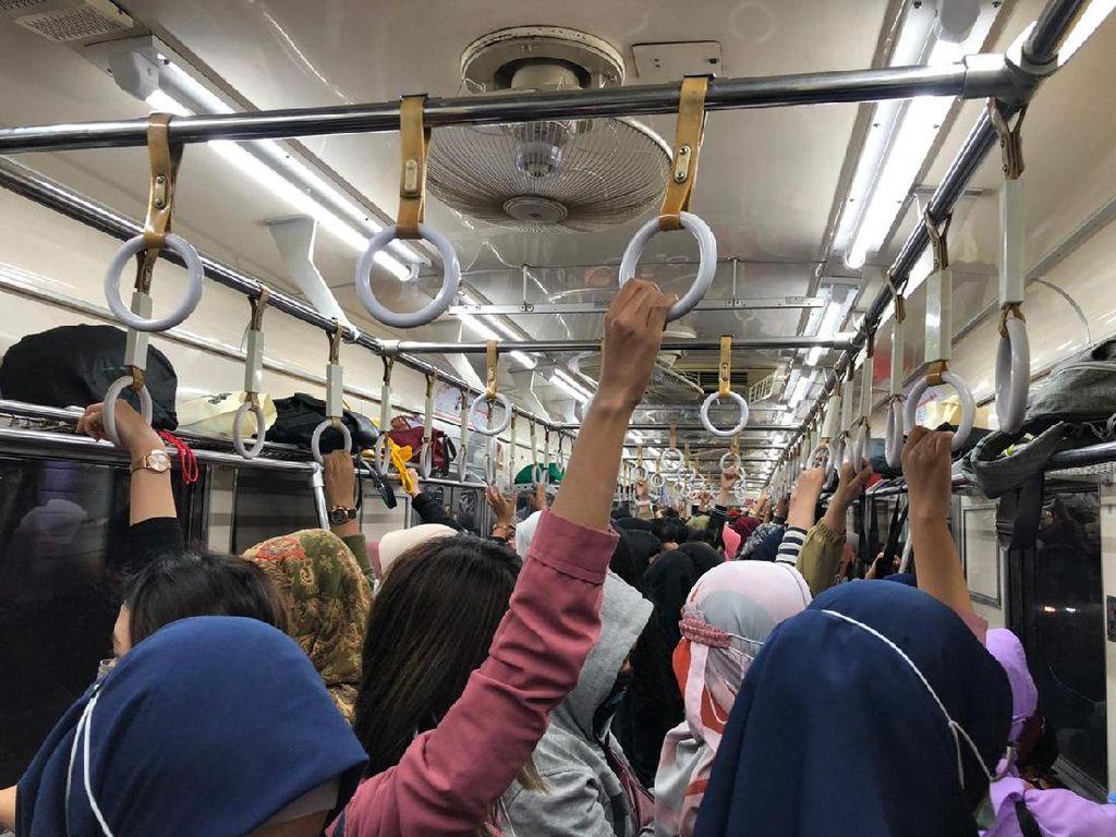 Jelang Long Weekend, Gerbong KRL Arah Bogor Sempat Padat Malam Ini