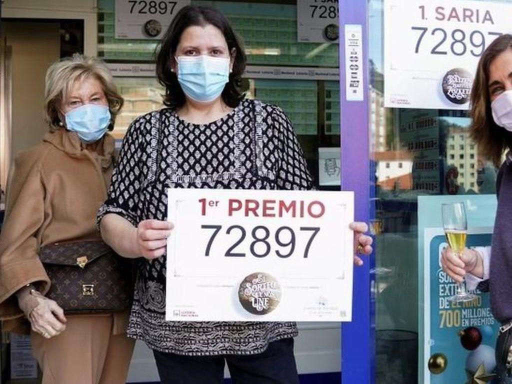 Undian Lotre Total Rp 41 Triliun, Ribuan Warga Spanyol Rayakan Kemenangan
