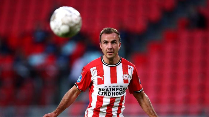 EINDHOVEN, NETHERLANDS - NOVEMBER 01:  Mario Gotze of PSV in action during the Dutch Eredivisie match between PSV Eindhoven and ADO Den Haag at Philips Stadion on November 01, 2020 in Eindhoven, Netherlands. (Photo by Dean Mouhtaropoulos/Getty Images)