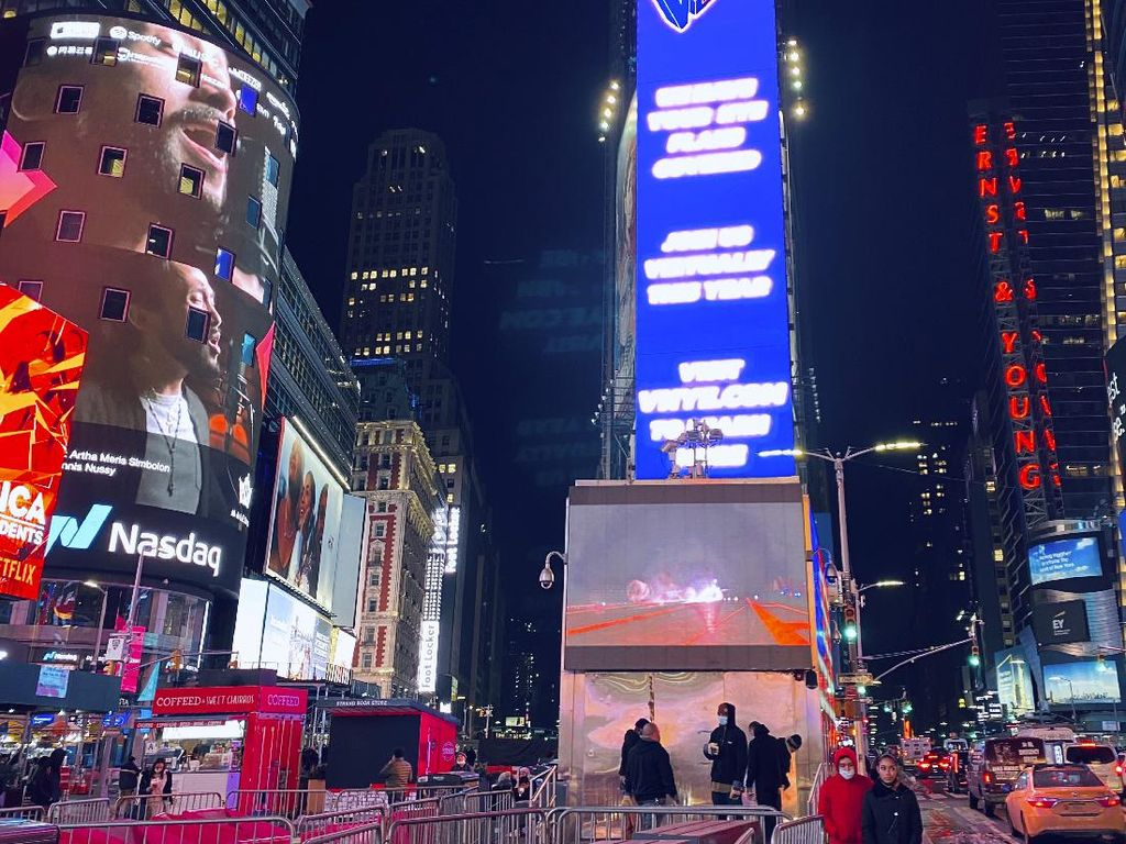 Maruli Terpampang di Time Square New York