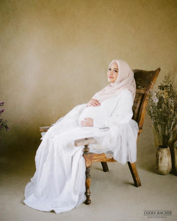 Potret maternity ala Vebby Palwinta