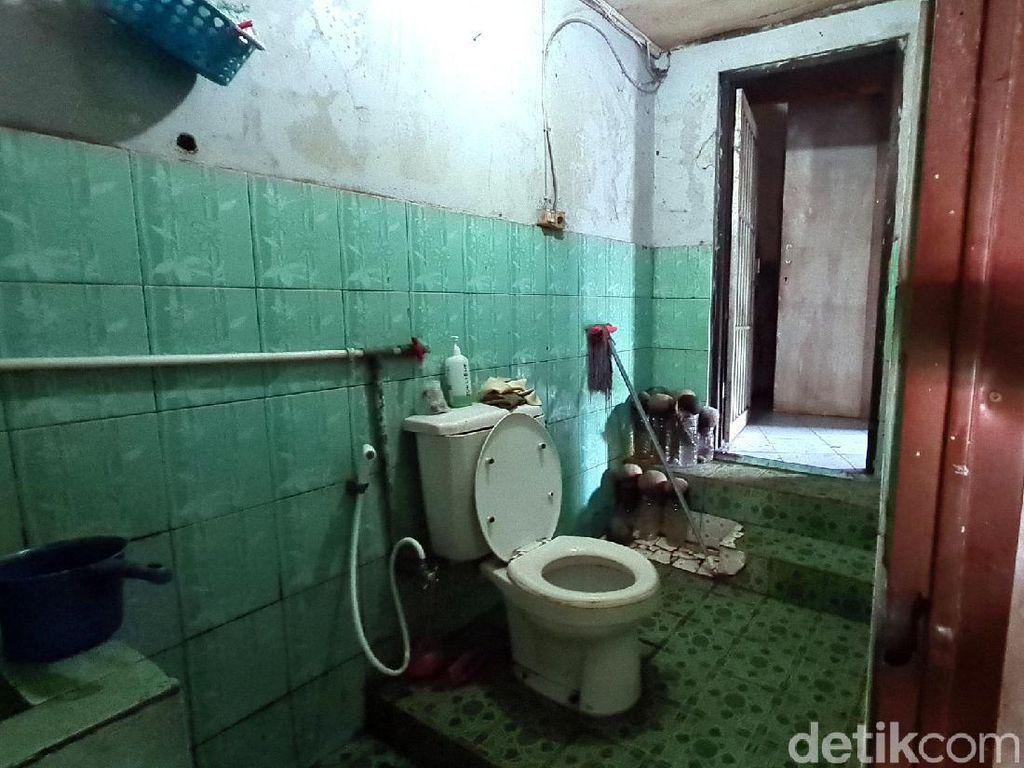 Melihat Lorong Rahasia Tempat Menyimpan Ribuan Botol Miras di Sukabumi