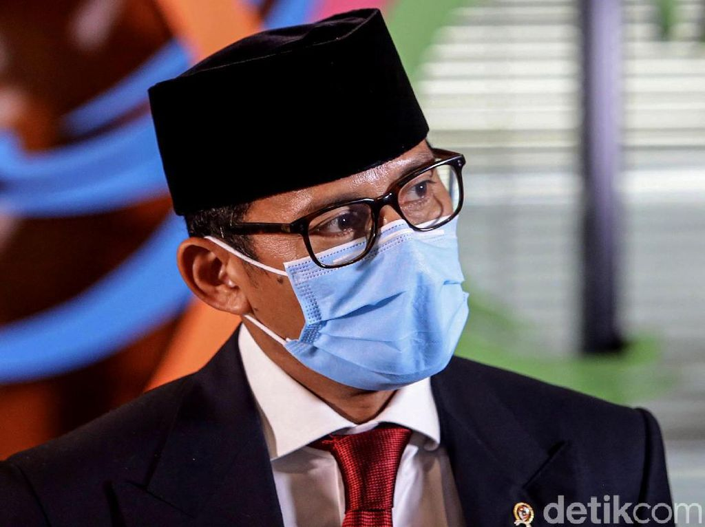 Sandiaga Diberi Jokowi 1 Tahun Untuk Membereskan Hal Ini