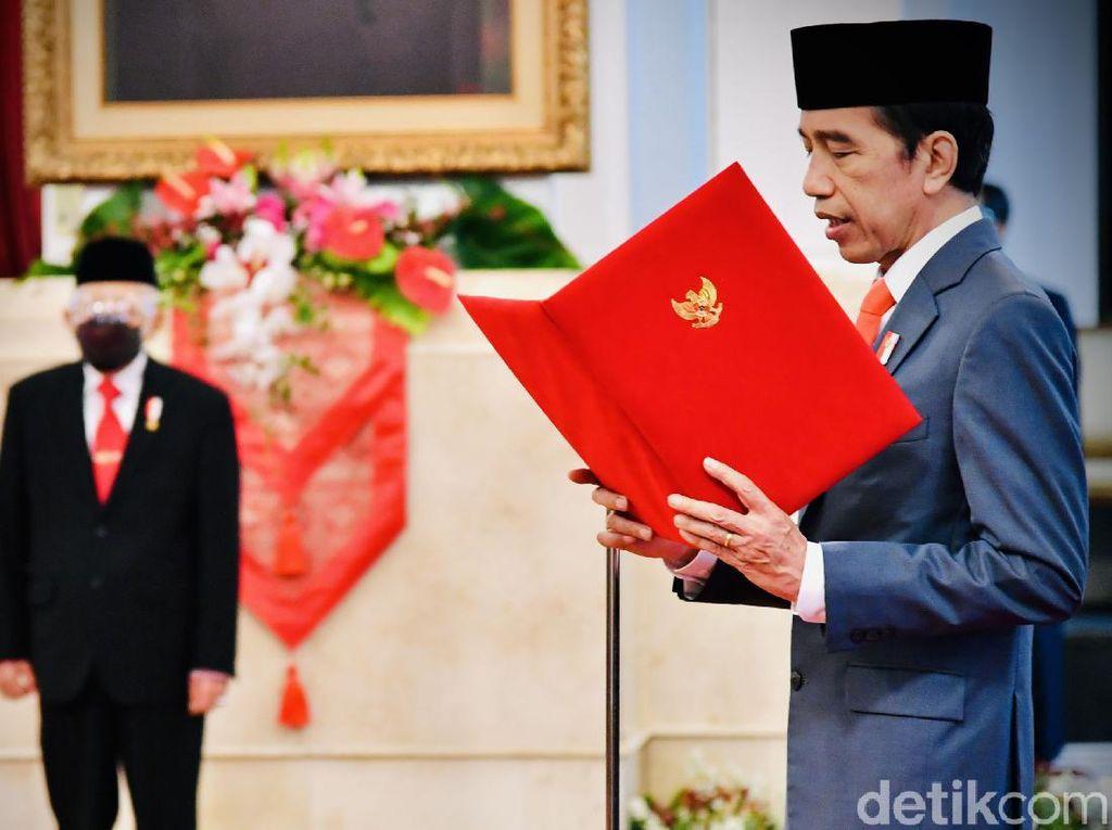 Jokowi Lantik Eks Jubir COVID-19 Jadi Ketua Dewas BPJS Kesehatan