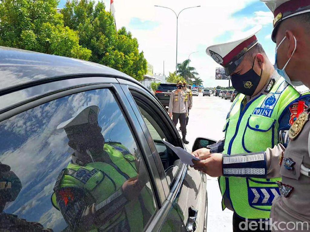 Pengendara Masuk Jateng Via Tol Pejagan Diminta Tunjukkan Surat Bebas Corona