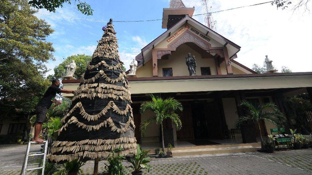 Unik, Pohon Natal Ini Terbuat dari Bonggol Jagung