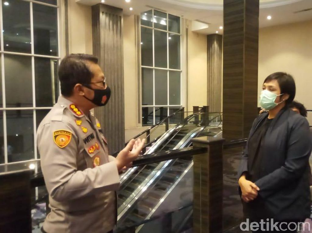 Polisi Bubarkan Acara Produk Kecantikan di Gedung Mewah di Makassar