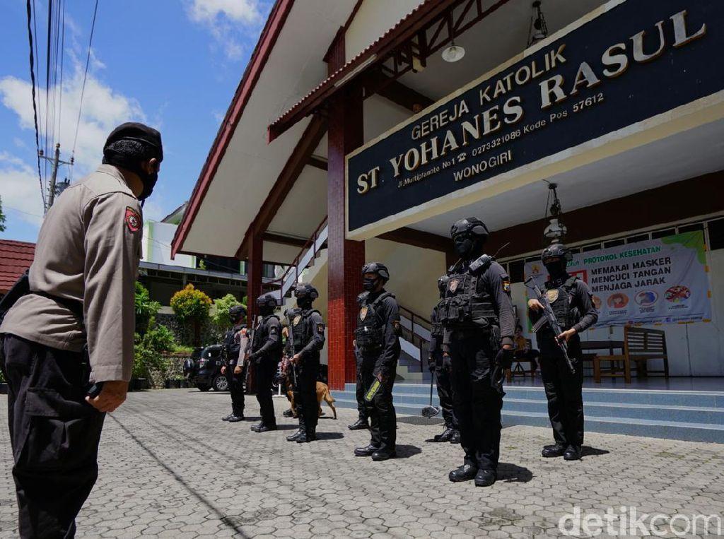 Polisi Sterilisasi Gereja di Wonogiri