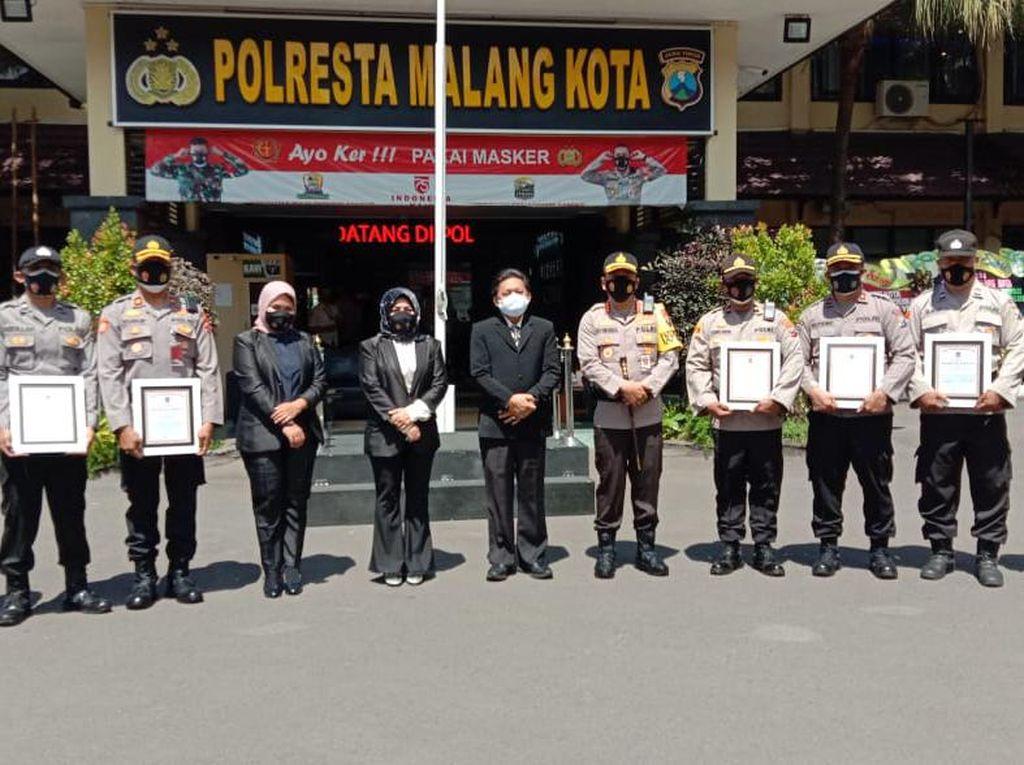 Tim Pemulasaraan Jenazah COVID-19 Polresta Malang Kota Dapat Penghargaan