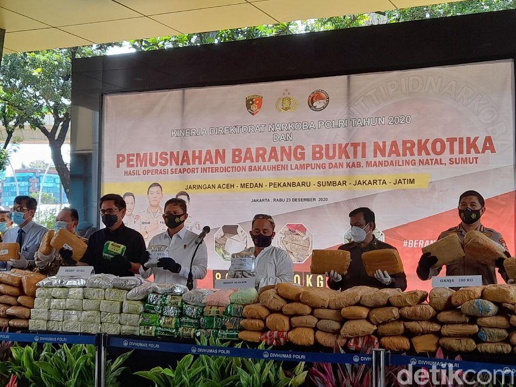 Polri Musnahkan 290 Kg Ganja dan 89 Kg Sabu Hasil Operasi 58 Hari