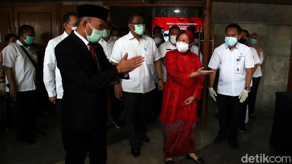 Risma Berkebaya Merah di Sertijab Menteri Sosial