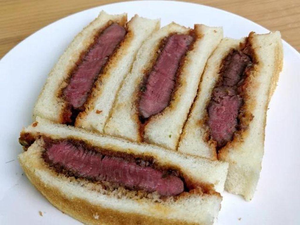 Sandwich Sultan! Harganya Rp 1,1 Juta dengan Isian Beef Steak