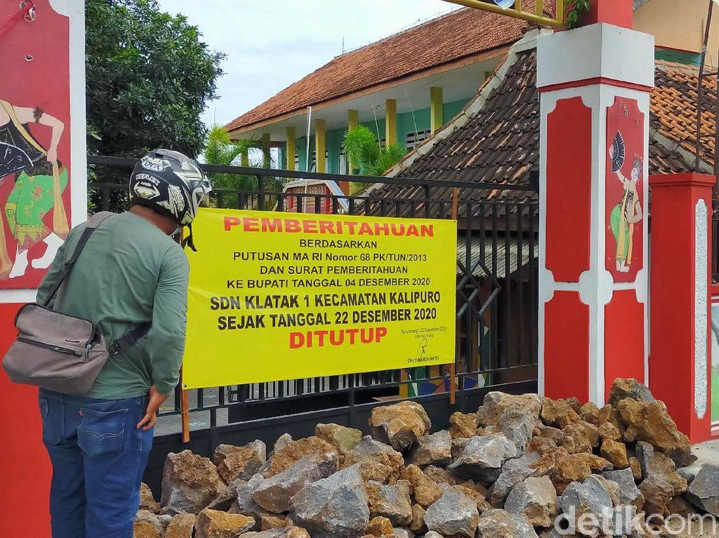 Sekolah di Banyuwangi Disegel dengan Batu Besar, Diduga Ada Sengketa Lahan