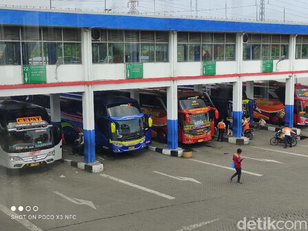 Jelang Libur Nataru, Terminal Purabaya Masih Lengang