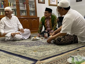 Yaqut Cholil Qoumas, Menteri Agama yang Suka Makan Lesehan ala Santri