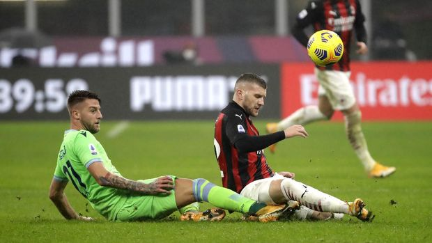 AC Milan's Ante Rebic, right, fights for the ball with Lazio's Sergej Milinkovic-Savic during a Serie A soccer match between AC Milan and Lazio, at the San Siro stadium in Milan, Italy, Wednesday, Dec. 23, 2020. (AP Photo/Luca Bruno)