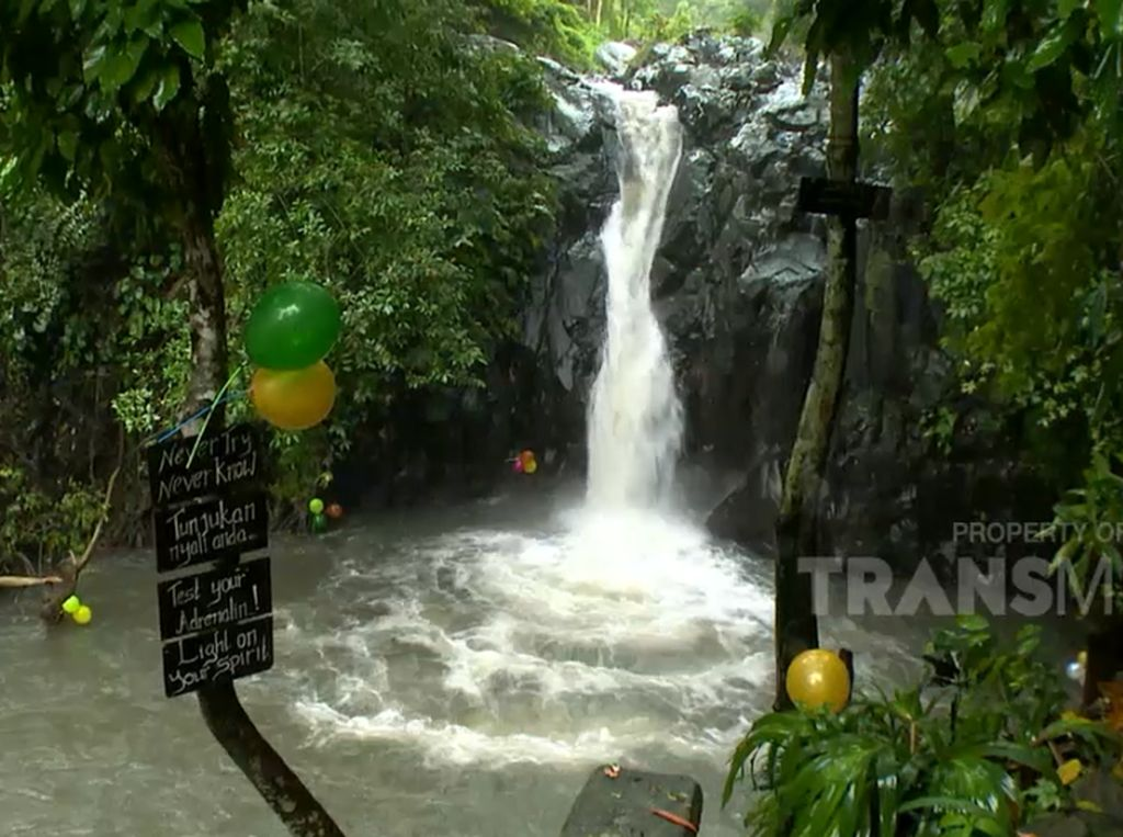 Celebrity on Vacation: Terjun Bebas di Air Terjun Aling-aling