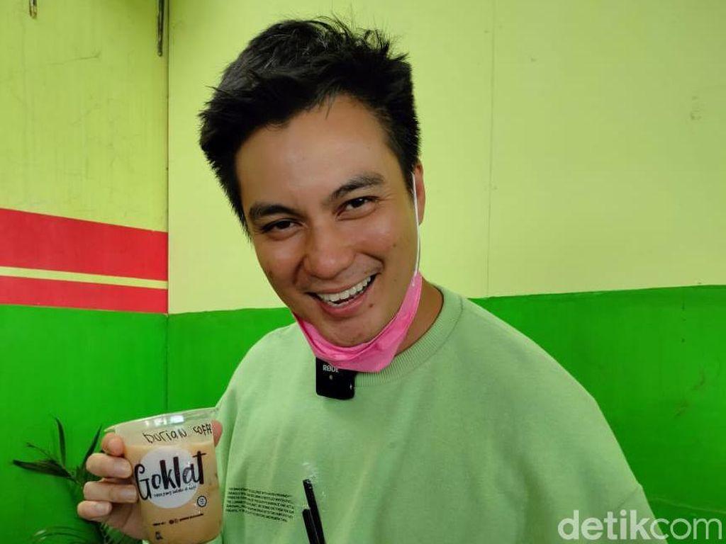 Jelang Ultah Kiano, Baim Wong Bagi-Bagi Minuman Gratis
