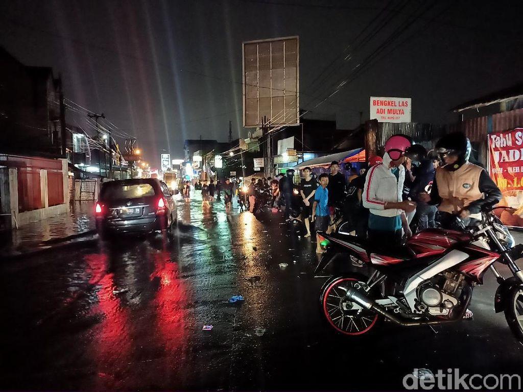 Arus Lalin Jalur Soreang-Bandung Tersendat Akibat Banjir