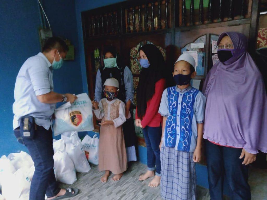 KMI dan Bareskrim Gelar Pembagian Sembako di Jabodebek