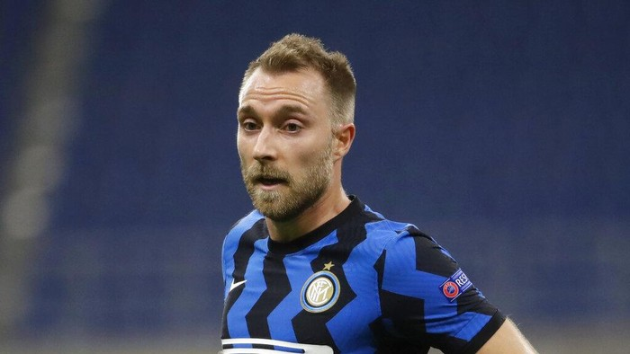 Inter Milans Christian Eriksen controls the ball during the Champions League group B soccer match between Inter Milan and Borussia Moenchangladbach at the San Siro stadium in Milan, Italy, Wednesday, Oct. 21, 2020. hristian Eriksens short-lived Inter Milan career is expected to end in January. Eriksen only joined Inter at the start of the year but the clubs CEO Giuseppe Marotta confirmed on Wednesday that the midfielder is among the players the Nerazzurri are willing to sell. (AP Photo/Luca Bruno)